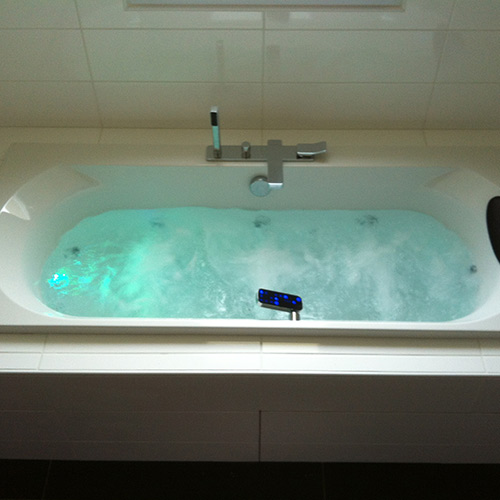 plomberie baignoire pose duune baignoire with plomberie baignoire top plomberie salle de bain. Black Bedroom Furniture Sets. Home Design Ideas