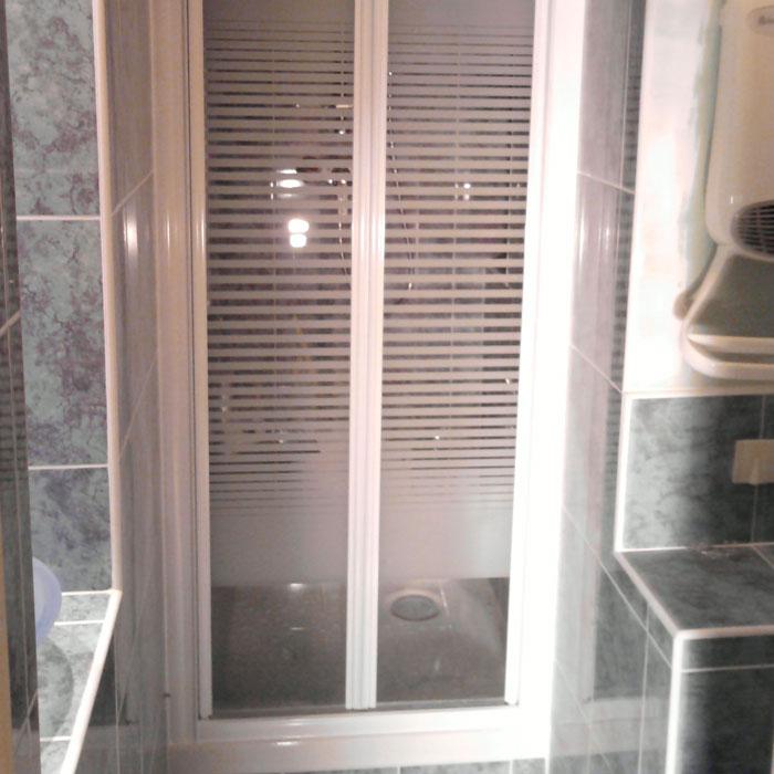 pose cabine de douche best cabine douche italienne leroy. Black Bedroom Furniture Sets. Home Design Ideas